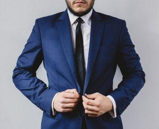 4 façons dont les mariés peuvent choisir le bon costume
