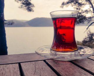 Comment est fabriqué le thé noir ?