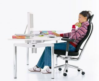 Position assise prolongée : Dangers du bureau debout (2/3)
