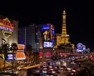 Montant des paris et caractéristiques d'un jeu de casino chaud et grésillant
