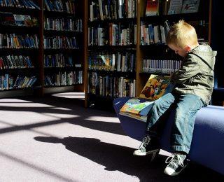 10 façons créatives de ranger des livres (quand on n'a pas de bibliothèque)